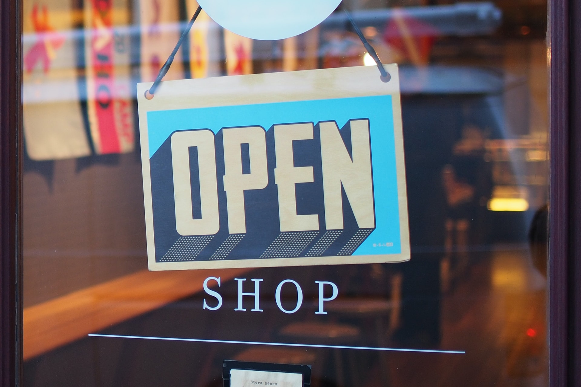 How to Enhance Customer Experience with Signs and Graphics